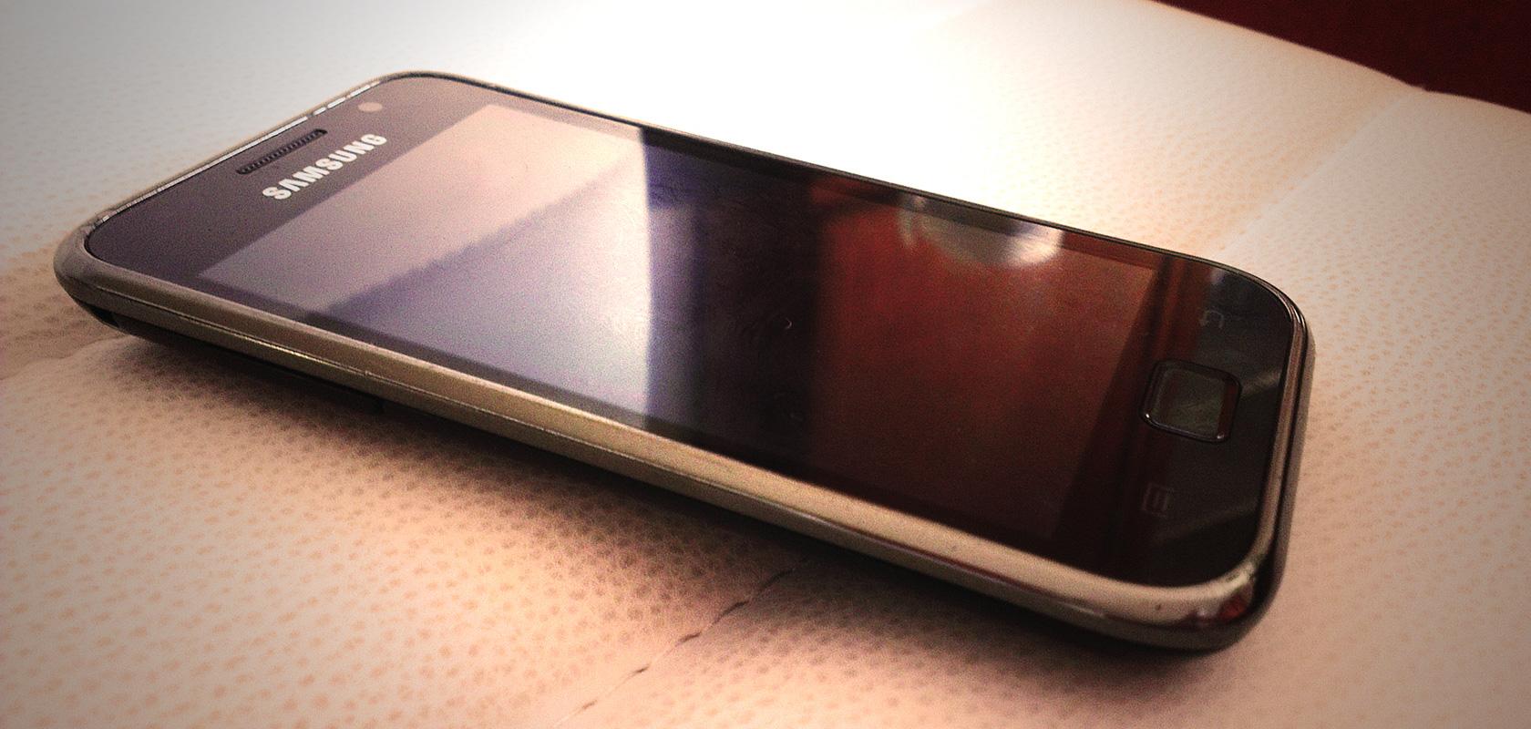 Handy ausstellen